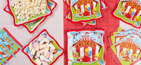 Festa tema Circo Il box Festa a tema circo contiene: 8 piatti maxi 8 piattini 8 bicchieri 20 tovaglioli 33x33 cm 1 carretto in cartoncino per contenere dolci o bomboniere 20 inviti 1 candelina in cera 1 festone buon compleanno circo Box Festa a tema Circo
