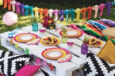 articoli per feste presenti sul mercato. Feste bizzarre e originali sono la sua passione, l'oro e i colori pastello sono la palette principale da cui partire per qualsiasi evento. Online trovi tutta una serie di prodotti, gran parte delle volte scontati, per decorare la tua festa.