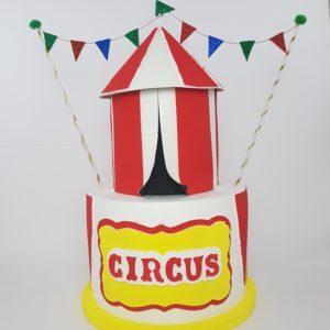 Torta Finta Circo Dimensioni: altezza 70 cm diametro 35 cm