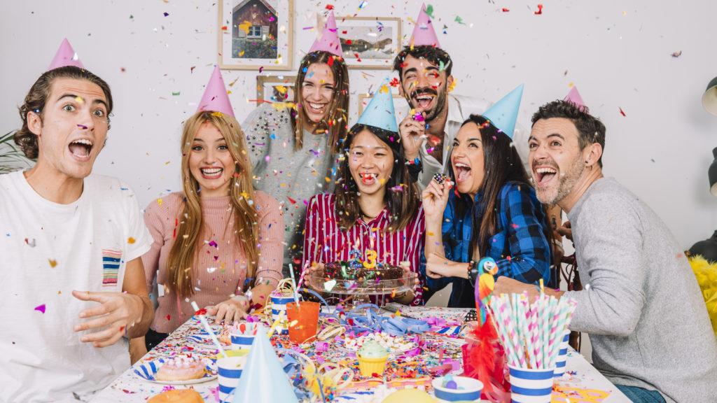La festa di compleanno è un momento magico a qualsiasi età, dal primo compleanno fino ai 100 anni, è sempre unico e indimenticabile. Un giorno all'anno tutte le persone più care dedicano al festeggiato almeno un minuto del loro tempo per dirgli quanto sia importante.